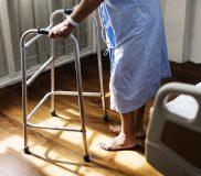 🌷人手不足が深刻な介護の現状  サービスの地域差をどうするべきか